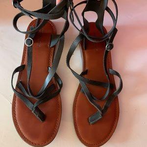 American Eagle: Black Suede Sandals